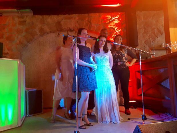 Svatební karaoke show
