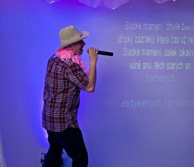 Karaoke na večírku
