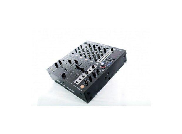 DJ technika na stage