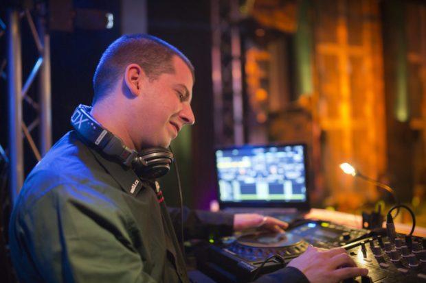DJ vystoupení na plese