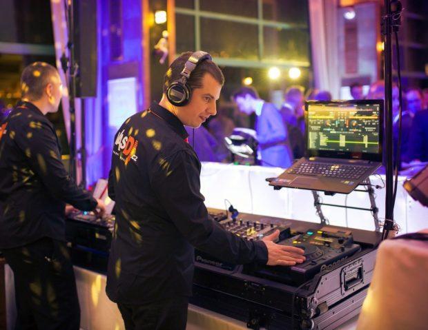 DJ vystoupení na večírku