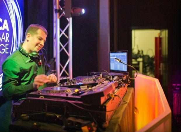 DJ vystoupení na firemní akci