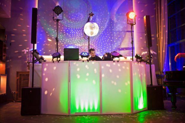 Zvuk a světla na svatbě