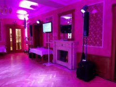 LED TV s úhlopříčkou 92cm na karaoke show.