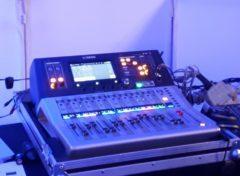 digitální zvukařský mix pult Yamaha nebo QSC