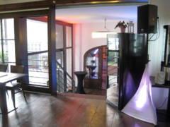 Dotažení zvuku do salonků a dalších vnitřních prostor.