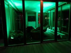 Nasvícení salonků do požadované barvy.