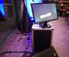 LCD monitor, pro zpěváka.