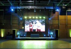 Dodání vnitřní velké stage se zvukem a osvětlením.