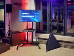 Velká LED TV 127cm na karaoke show.