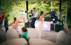 Svatební zábava plná energie.