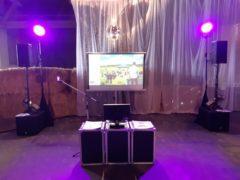 Komplexní instalace projekční techniky na karaoke.