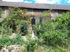 Reprobox na vykrytí zvuku v zahradě.
