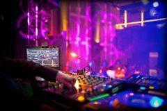 Jsem multižánrový DJ na ples s nabroušeným hudebním konceptem.