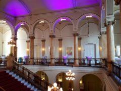 Osvětlení foyer, před vstupem do hlavních prostor.