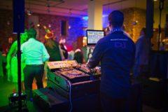 prodloužení DJ vystoupení v den akce