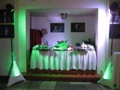 Osvětlení cateringového pohoštění.