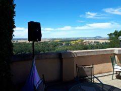 Dokrytí zvuku odposlechem dB Opera na venkovní terase.