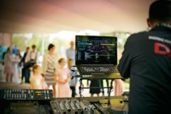 cena DJ na svatbu a večírek