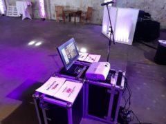 LCD monitor na přímé zpívání do publika
