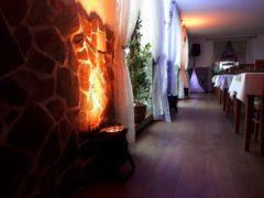 Osvětlení zdí salonků, sálů a dalších částí prostor.