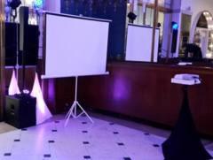Základní instalace projekce na karaoke.