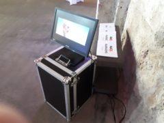 LCD monitor je součástí každé základní instalace.