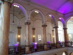 Scénické osvětlení foyer a dalších prostor.