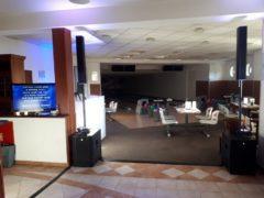 LED TV pro menší prostory k hlavní projekci klipů.