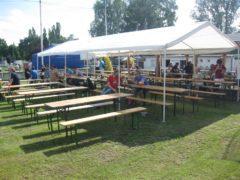 Dodání velkých party stanů s instalací a příslušenstvím.